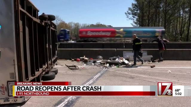 Overturned trailer closes I-95 north near Fayetteville